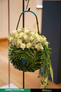 Artist: Jolien Vanderstappen Flower Bag, Flower Show, Floral Bags, Floral Purses, Unique Flower Arrangements, Flower Packaging, Arte Floral, Floral Bouquets, Flower Decorations