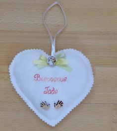 Coeur brodé, en tissu, cadeau de naissance, de baptême personnalisé : Accessoires de maison par alsace-gourmets