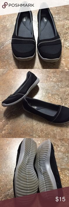 Women's 8.5 Clarks Black Slip On Shoe Great condition with no issues! Black in color by Clarks. Has cushion support for comfort. Size 8.5 Clarks Shoes Flats & Loafers