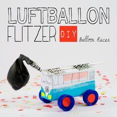 DIY LUFTBALLONFLITZER: Ein leeres Trinkpäckchen, vier Flaschendeckel, Strohhalme und ein Luftballon sind die Grundzutaten für dieses schnelle Upcycling-Spielauto. In meinem ausführlichen Tutorial zeige ich dir wie es gemacht wird. Ein Tutorial von johannarundel.de