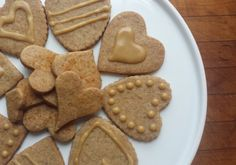 Pancakes in bed topped by the good stuff are a good start, but Maple-Walnut Shortbread Hearts will also show your affection. Cut Out Cookie Recipe, Cut Out Cookies, Cookie Recipes, Maple Syrup Recipes, Organic Maple Syrup, Green Plates, Maple Walnut, Shortbread Cookies, Cookie Bars