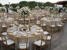 Gold and Champagne wedding-decor.           Brown instead of gold