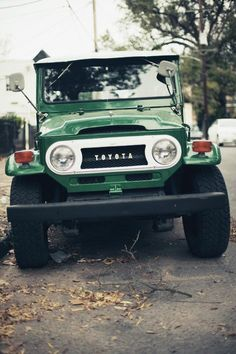 4x4 Toyota -  classic. Just like the old mans...Every time I see one of these, it reminds me of Fraser Island.. Good times.. I love you FJ 40..