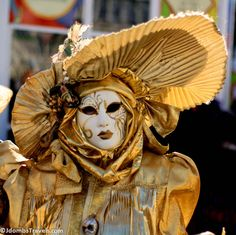 A mysterious masquerader at Venice Carnival: 8 tips for visiting Venice's Carnival