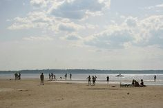 Stroomin ranta sijaitsee Tallinnan pohjoisosassa lähellä kauppakeskus Rocca al Marea, ja sitä kutsutaan myös Pelgurannaksi. Se on erityisesti lapsiperheiden suosiossa, vaikka kävijäkunta on kirjava. Lapset nauttivat mm. trampoliineista ja pallo- ja leikkikentistä. Rannan tuntumassa on myös suojaisampi viheralue, jolla voi viettää pikinikiä. Ranta on valvottu. #eckeröline #tallinna #stroomi