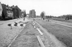 A2 bij gemeenteflat begin jaren 60