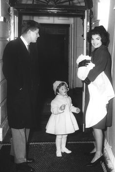 February 4, 1961.  Jackie Kennedy with President John F. Kennedy and children at the White House in Washington DC.