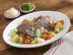 Tellerfleisch mit Meerrettich und Gemüse ist ein Rezept mit frischen Zutaten aus der Kategorie Rind. Probieren Sie dieses und weitere Rezepte von EAT SMARTER!