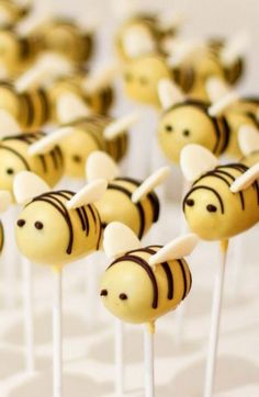 Birthday party photography cake pop new ideas photography party cake birthday easy vanilla cake pops recipe for babycakes cake pops maker Thumbprint Cookies, Cakepops, Bee Cake Pops, Bumble Bee Cake, Bumble Bee Birthday, Comida Para Baby Shower, Bee Food, Birthday Party Themes, Cake Birthday