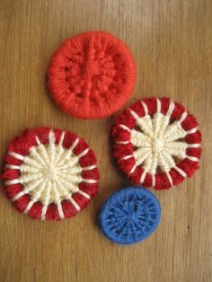 Bouton fait avec un anneau rebrodé avec un fil de coton.
