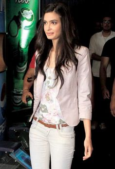 Diana Penty Bollywood Celebrities, Bollywood Actress, Diana Penty, Indian Models, Western Outfits, India Fashion, Indian Girls, Feminine Style, Everyday Outfits