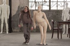Manequins criados de acordo com as medidas de pessoas com deficiência, veja aqui http://www.bluebus.com.br/manequins-criados-de-acordo-com-medidas-de-pessoas-com-deficiencia/