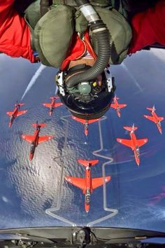 Selfies have taken over the world, but you've never seen any quite like this. Whether posing next to dangerous situations or risking life and limb at vertigo-inducing heights, these are the selfies you should never, ever try. Military Jets, Military Aircraft, Fighter Pilot, Fighter Jets, Image Avion, Photo Avion, Raf Red Arrows, My Champion, Royal Air Force
