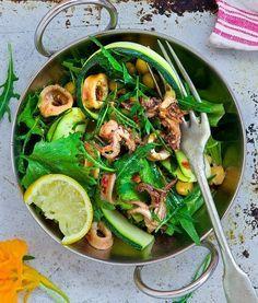 Салат с кальмарами и нутом