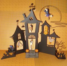 HALLMARK HALLOWEEN 1300 OLD OAK ROAD DISPLAY W 8 ORNAMENTS SPOOKY SOUNDS USED