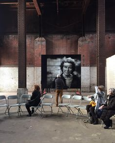 There were projected screens on 3 sides and a wall of portraits on the 4th. In the middle was a talking circle where people were encouraged to discuss the work. The exhibition was held near one of the most impoverished parts of London not Kensington and was completely free. Experiences like this are why I'm so grateful to live in this city. PS: That's Ms Leibovitz's mother in the photo. #annieleibovitz