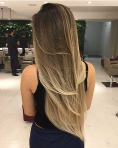 Espetaculo em cabelos!!! Brown Hair With Blonde Highlights, Hair Highlights, Brown To Blonde Balayage, Hair Color Balayage, Ombre Hair, Beautiful Hair Color, Pretty Hair Color, Dye My Hair, Shiny Hair