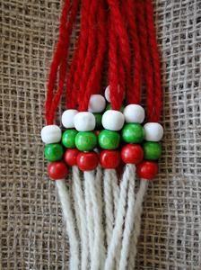 МАРТЕНИЦИ НА ЕДРО Yarn Crafts, Diy And Crafts, Baba Marta, International Craft, Craft Activities For Kids, Design Crafts, Wallpaper Quotes, Plant Hanger, Handicraft
