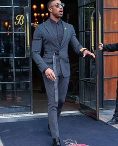 Likes, 104 Comments - Black Man Mens Suit Colors, Blue Suit Men, Black Suits, Black Outfit Men, Black Men, Mens Fashion Suits, Mens Suits, Fashion Menswear, Male Fashion