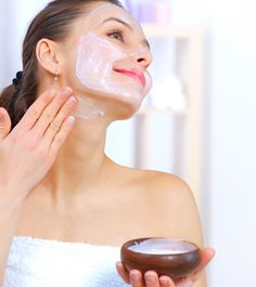 Loose neck skin is something we all encounter, but then, isn't there a way on how to tighten neck skin? Check out these 10 simple ways on how to deal with this Tighten Neck Skin, Sunspots On Face, Get Rid Of Spots, Charcoal Mask Benefits, Neck Wrinkles, Tips Belleza, Belleza Natural, Beauty Routines, Glowing Skin