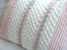 Pillow cover made of chenille remnants: great vintage, cottagey idea! Chenille Crafts, Chenille Bedspread, White Pillows, Throw Pillows, Cute Blankets, Pillow Inspiration, Sewing Pillows, Vintage Shabby Chic, Decorative Pillows