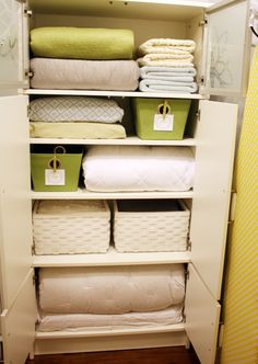 Like this laundry room. Want it in my basement DIY Tutorial - create this Organized Linen Closet and clever Clothespin Labels using scrapbook paper Mod Podged onto clothespins.