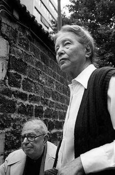 Simone de Beauvoir et Sartre à l'enterrement de Pierre Goldman. Photo: Georges Mérillon. (Source)