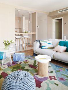 Un buen plan... por la frescura que impone el color azul y la elegancia y calidez que aportan los acabados y detalles en madera natural. Un proyecto de 70 m2con espacios integrados, plenos...