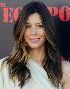 The always beautiful Jessica Biel with a stunning balayage and beach wave combo!