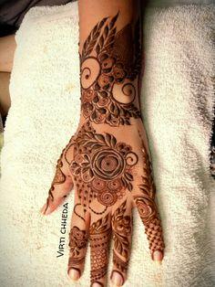 Pretty Henna Designs, Peacock Mehndi Designs, Henna Designs Feet, Mehndi Designs 2018, Stylish Mehndi Designs, Wedding Mehndi Designs, Khafif Mehndi Design, Mehndi Design Pictures, Heena Design