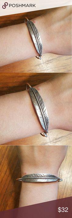 *LIKE NEW* Alex & Ani Silver Quill Feather Bangle Gorgeous. Alex & Ani Jewelry Bracelets