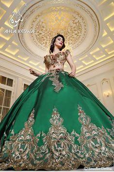 Keswa Traditionnelle tunisien  #tunisienne #Tunisie #216 #traditionnelle Bridal Dresses, Prom Dresses, Formal Dresses, Vestido Charro, Charro Quinceanera Dresses, Verde Jade, Traditional Dresses, Indian Beauty, I Dress