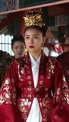 Korean Traditional Dress, Traditional Dresses, Traditional Chinese, Korean Actresses, Korean Actors, Empress Ki, Ha Ji Won, Korean Couple, Beautiful Costumes