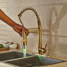 78.30$  Buy now - http://alicfy.worldwells.pw/go.php?t=32618635343 - Fashion Deck Munted Pull Out Mixer Tap Swivel Spout Kitchen SInk Faucet Gold Polished With Cover Plate 78.30$