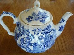 "Vintage SADLER English ""Blue Willow"" Teapot, Large 5 Cup #Sadler"