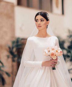 garden wedding gowns Plus Size Modest Wedding Dresses, Bridal Dresses, Armenian Wedding, Wedding Looks, Dream Dress, Elegant Wedding, Wedding Vintage, Wedding Styles, Beautiful Dresses