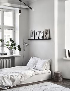 The new home of Laura Seppänen - Photographer Riikka Kantinkoski Minimal Bedroom, Stylish Bedroom, Home Interior Design, Interior Architecture, Room Interior, Home Remodeling Diy, Monochrom, Minimalist Home, Cheap Home Decor