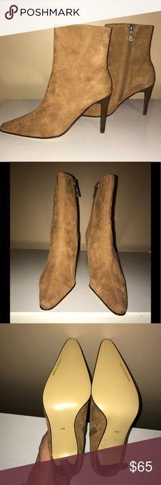 """🆕NWOT ❤️VALERIE STEVENS❤️Leather Zip-Up Booties 🆕NWOT ❤️VALERIE STEVENS❤️Leather Zip-Up Pointed toe Leather Booties. Size- 6.5. Tan color. Wooden look heel. Heel height- 3.5"""". Original cost $100 Valerie Stevens Shoes Ankle Boots & Booties"""