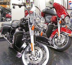 Desert Dawgs - Harley Glides, Ultras, Roadking (Touring/Dressers) #harleydavidsonroadking