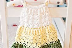 Vestidos de ganchillo: Diseños para niñas - Traje de ganchillo tricolor para niña