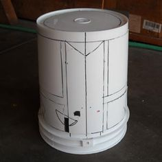 This is a quick guide to building a Castle Crashers helmet written by the Behemoth!