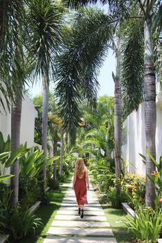 Chandra Bali Villas, my favorite place in Bali! Tropical Garden Design, Backyard Garden Design, Tropical Landscaping, Garden Landscape Design, Garden Landscaping, Backyard Shade, Tropical Gardens, Tropical Houses, Backyard Ideas