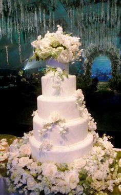 """Breaking Dawn"" Wedding-Themed Cake"