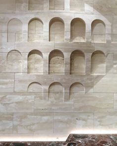 travertine wall cladding inside FendiRoma store paying tribute to the company s sublime head office building in E.R via yellowtrace- travel, love Wall Cladding Interior, Interior Walls, Cladding Materials, Material Board, Mood Images, Islamic Architecture, Modern Sculpture, Commercial Design, Travertine