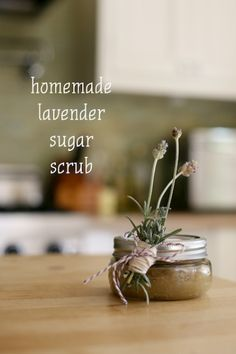 19 Great DIY Ideas for Homemade Cosmetics - Homemade lavender sugar scrub Lavender Sugar Scrub, Sugar Scrub Diy, Diy Scrub, Homemade Bath Scrub, Homemade Deodorant, Homemade Cosmetics, Homemade Beauty Products, Beauty Recipe, Home Made Soap