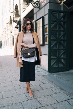 Outfit: Culotte, Layering, Camel coat and pochette metis