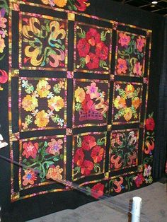 I love that quilt....