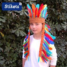 Un indispensable del carnaval es el disfraz de indio, este es tan fácil que lo puedes hacer con tus hijos, pasando una tarde divertida y muy, muy entretenida. Si necesitas más ideas para disfraces caseros muy fáciles clica aquí. Material necesario • Fieltro color marrón • Cinta de raso • Plumas