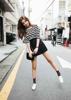 ulzzang-selca-fashion:  Sia // chuu   www.fashionclue.net |...