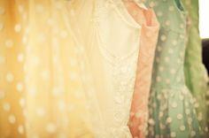 polka dots and pastels . Camo Bridesmaid Dresses, Bridesmaids And Groomsmen, Vintage Inspired Dresses, Vintage Style Dresses, Lovely Dresses, Beautiful Clothes, Robes D'inspiration Vintage, Vintage Hats, Vintage Inspiriert